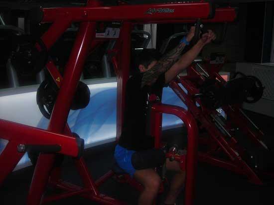Рычажная тяга для спины в тренажере